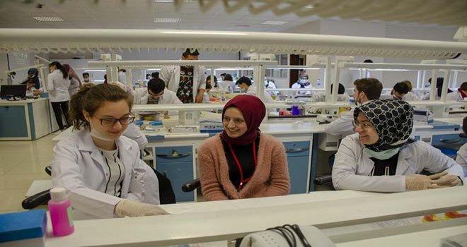 Bolu Abant İzzet Baysal Üniversitesi'nden Başarılı Lise Öğrencilerinin Meslek Hayallerine Önemli Katkı...