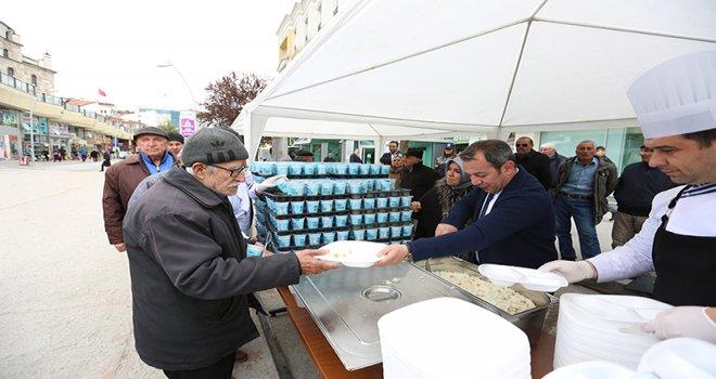 Bolu Belediyesi 5 bin kişiye kandil pilavı dağıttı……