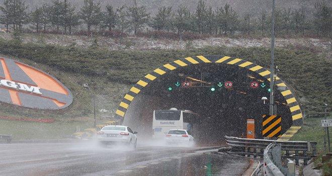 Bolu Dağı'nda kar yağışı devam ediyor…..