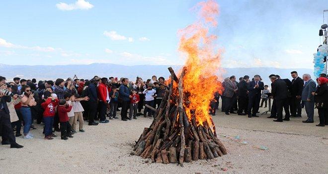 Dev Köroğlu heykeli Nevruz ateşiyle açıldı