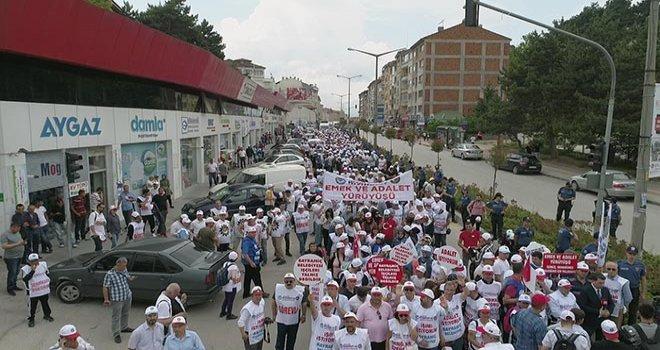 Hak-İş'in Bolu'dan Ankara'ya 'Emek ve Adalet' yürüyüşü başladı